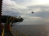 Helikopter akan mendarat di rig